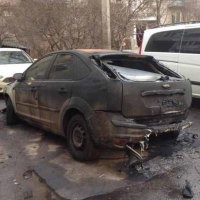 Невідомі вщент спалили авто «свободівцю» Уманцю у Вінниці