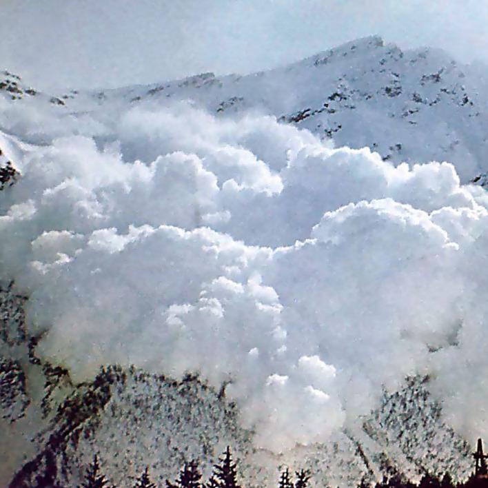 До уваги відпочиваючих: на Закарпатті прогнозують сходження лавин найближчими вихідними