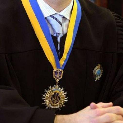 Що є причиною масового звільнення суддів в Україні
