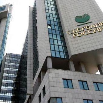 Потрібно ліквідувати всі відділення банків Росії на території України, - заявляє Андрій Білецький