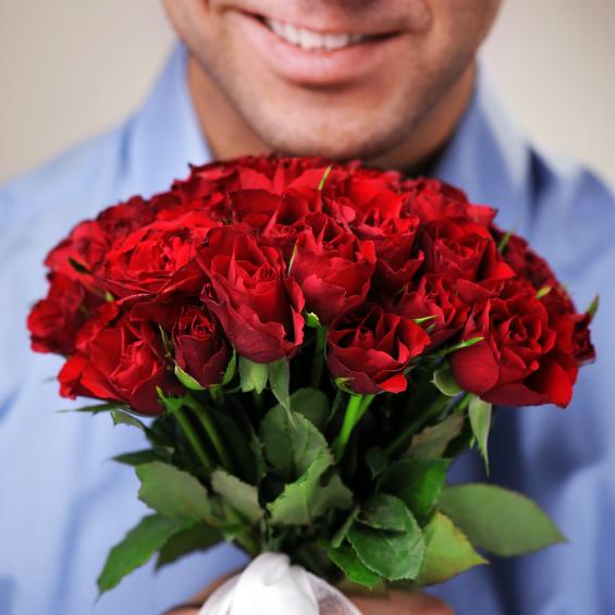 Романтик: рецидивіст вкрав 50 троянд, щоб подарувати їх незнайомкам на вулиці до 8 березня