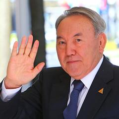 Президент Казахстану порадив чиновникам лестити негарним жінкам