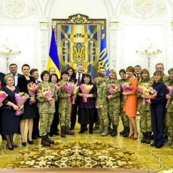 До 8 березня Порошенко підрахував, скільки жінок в лавах ЗСУ