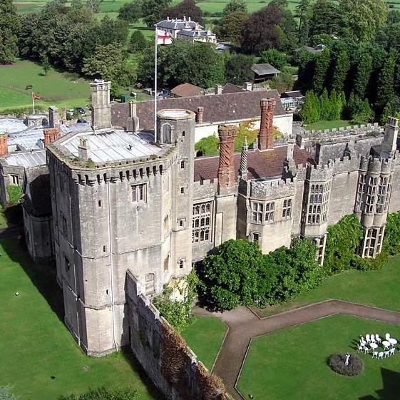 В Англії виставили на продаж замок Генріха VIII, де він провів медовий місяць з Анною Болейн (фото)