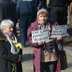 Сутичка у Каневі: партійців Медведчука не пустили на Тарасову гору (відео)