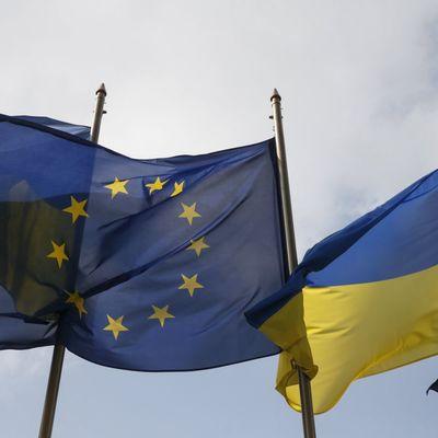 Безвізовий режим для українців може набути чинності влітку, - посол України в ЄС