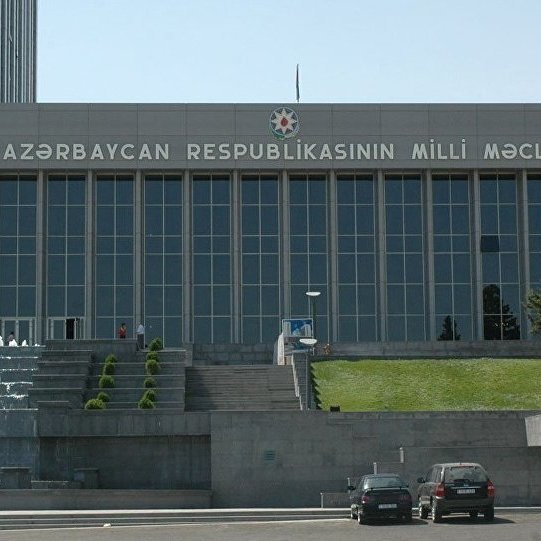 В Азербайджані для чоловіків і жінок збільшено пенсійний вік