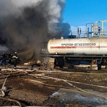 Пожежа на заводі у Харкові. Горять цистерни із пальним (фото)