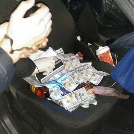 На Одещині на отриманні крупної взятки затримані адвокат та працівник суду