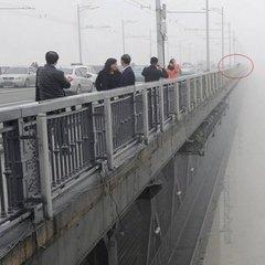 У Києві 23-річний хлопець врятував чоловіка від самогубства