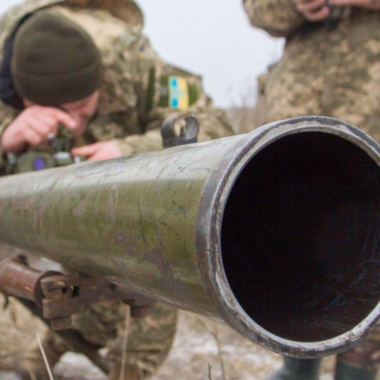 Волонтер показав тренування військових поблизу Донецького аеропорту