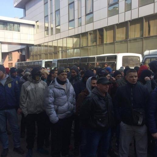 Насіров вже в суді, під судом - активісти
