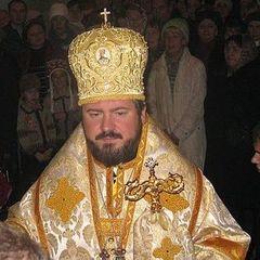 Мільйонна нерухомість та люксові авто: журналісти показали, як живе головний священик Харкова (відео)