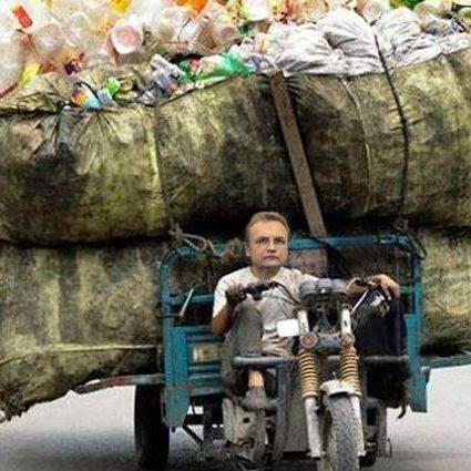 По факту незаконної вигрузки львівського сміття в інші області України відкрито 11 кримінальних проваджень, - повідомляє Нацполіція (фоторепортаж)