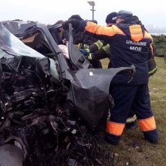 Моторошна ДТП у Дніпрі: жертв діставали зі сплюснутого авто