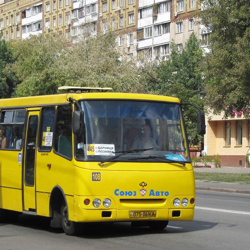 На київських МАФах з'явилися дивні звернення до водіїв маршруток
