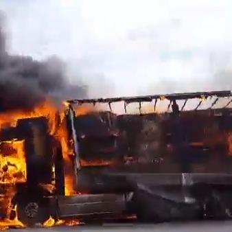 Вантажівка із взуттям вщент згоріла на Харківщині