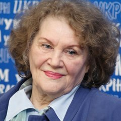 19 березня своє 87-ліття святкує Ліна Костенко (фото)