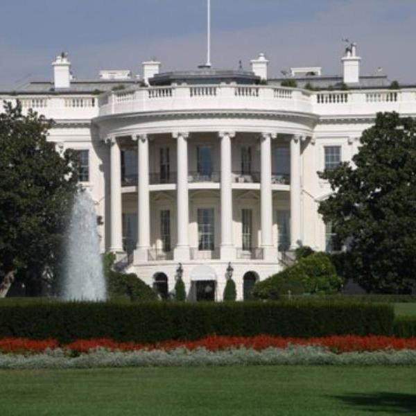 У Білому домі пояснили конфуз із рукопотисканням Трампа і Меркель