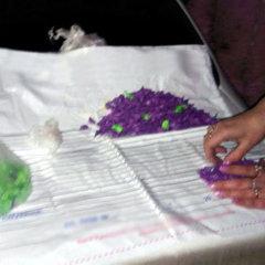 В Кривому Розі багатодітна мати налагодила систему торгівлі марихуаною (фото)