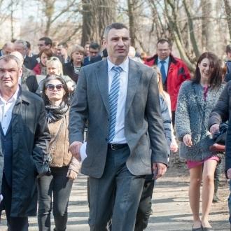 Віталій Кличко главам районів: «Через три тижні парки мають бути чистими та повністю готовими до сезону»