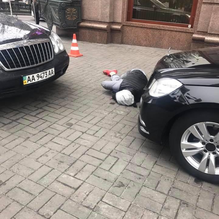 Поранений убивця Вороненкова перебуває на межі смерті – Луценко