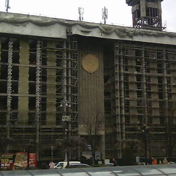У пошкодженому під час пожежі Будинку профспілок розпочались ремонтні роботи