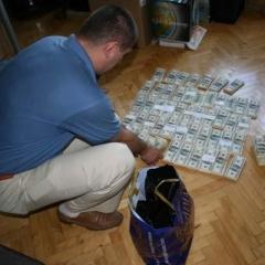 Фінансовим детективам призначили космічні зарплати