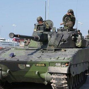 У Швеції на військових навчаннях під лід провалився танк: загинув танкіст