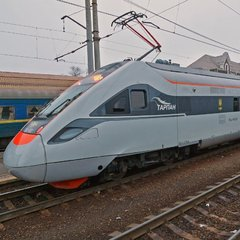 «Укрзалізниця» збільшила до дев'яти кількість поїздів на Великдень