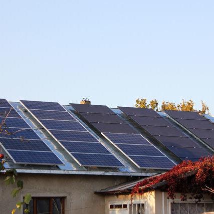 Українцям почали давати кредити на домашні сонячні електростанції