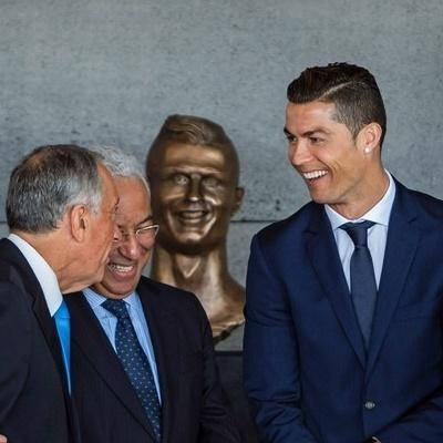 На Мадейрі відкрили пам'ятник Роналду, не схожий на футболіста(фото)