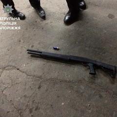 В Запоріжжі поліція затримала чоловіка, який відкрив вогонь по перехожих із мисливської зброї: є постаждалі