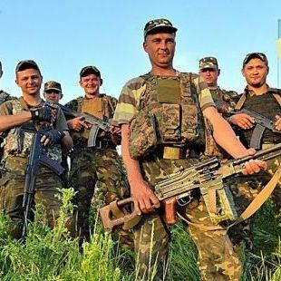 Президент анонсував підвищення зарплати воїнам АТО