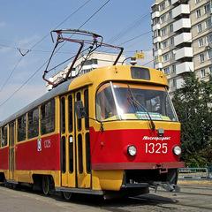 У Києві зіткнулись трамвай і маршрутка: є постраждалі (фото)