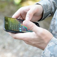 Я думаю, що нам потрібно не відбирати мобільні телефони у солдатів, а навчити їх відповідального використання Інтернету, - представник НАТО
