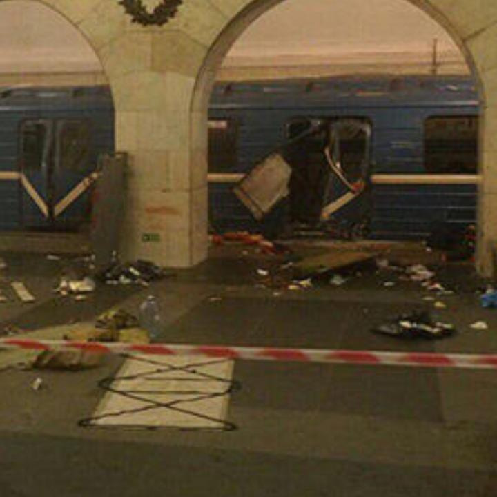 РосЗМІ опублікували відео з перших хвилин після вибуху в метро Санкт-Петербурга