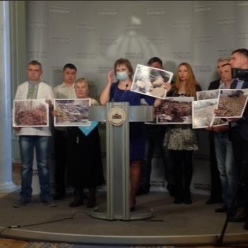 Розлючені мешканці Ковеля прийшли до Верховної Ради та погрожують перекрити траси