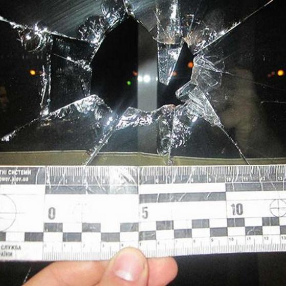 У Дніпрі п'яний чоловік вчинив розправу над будівлею облдержадміністрації