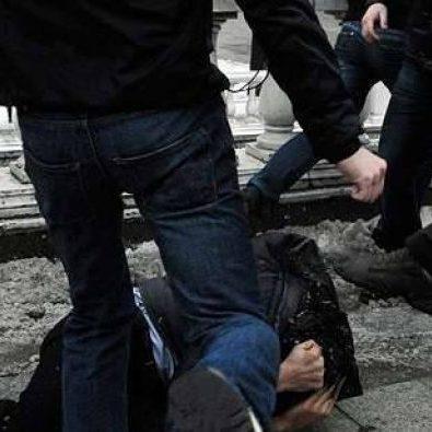 Підлітки в Чернігові побили неповнолітню дівчину і зняли на відео (відео 18+)