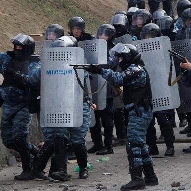 Суд випустив з СІЗО беркутівця Гончаренка, якого звинувачують у вбивствах на Майдані