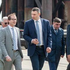 Віталій Кличко разом з німецькими посадовцями оглянули Подільсько-Воскресенський міст (фото)