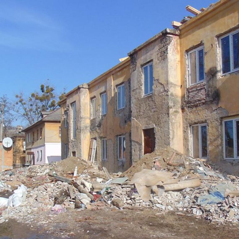 Ремонт житла в Краматорську для переселенців із Донбасу ремонтують із скандалом та проблемами