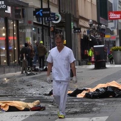 Прем'єр Швеції назвав наїзд вантажівки на натовп людей в Стокгольмі терактом