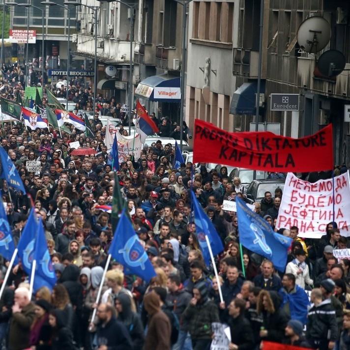 У Сербії тисячі людей вийшли на мітинг проти новообраного президента (фото)