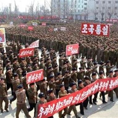 Північна Корея погрожує застосувати зброю проти ударної групи ВМС США