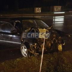 В ДТП у Києві автомобіль зніс електроопору: опубліковано фото