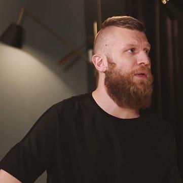 Я вийшов з тризубом, щоб ніхто не смердів: Дорн в Росії виправдався за українську пісню і відрікся від допомоги АТО (відео)