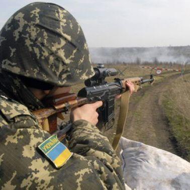 Українським бійцям на передовій збільшили доплати