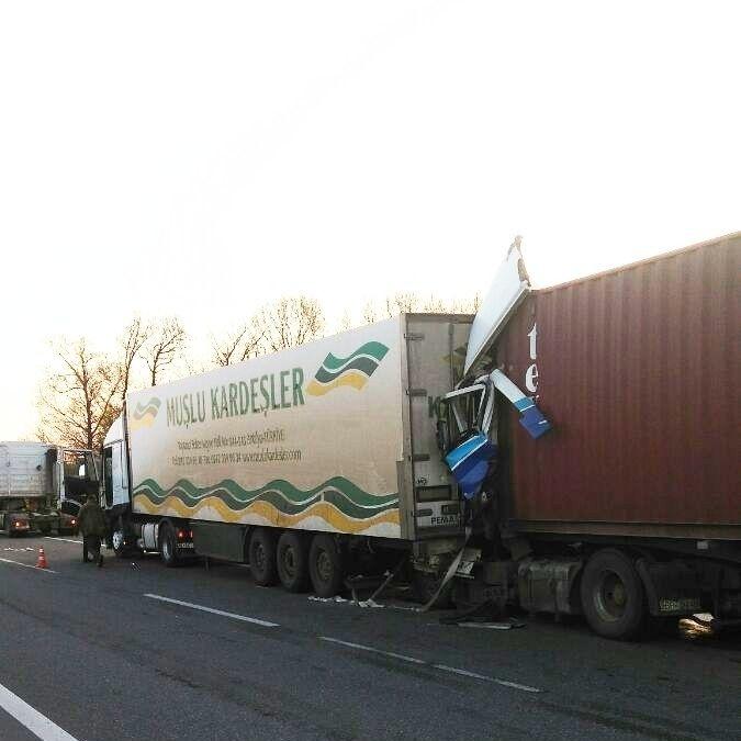 Моторошне ДТП з вантажівками на Одещині: є загиблі (фото)